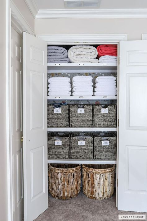 Woodworking Ideas Shelves How to organize your linen closet - linen closet organization.Woodworking Ideas Shelves How to organize your linen closet - linen closet organization Linen Closet Organization, Home Organisation, Kitchen Organization, Closet Storage, Linen Closet Shelving, Organizing Ideas, Kitchen Pantry Design, Organized Linen Closets, Organising