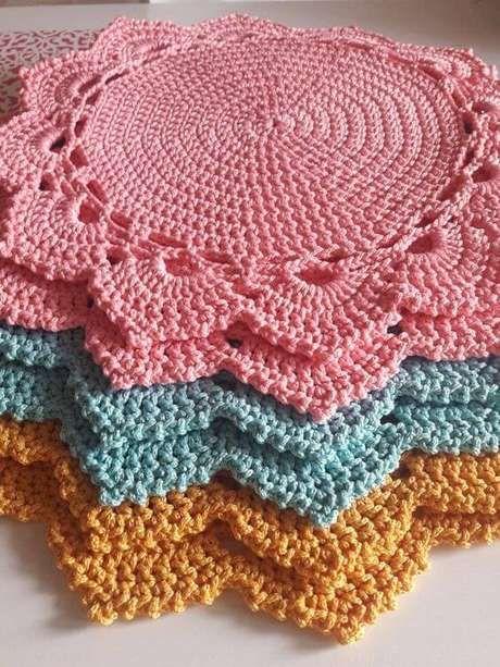 20. Aprenda a fazer crochê para iniciantes coloridos para decorar sua casa – Via: Pinterest