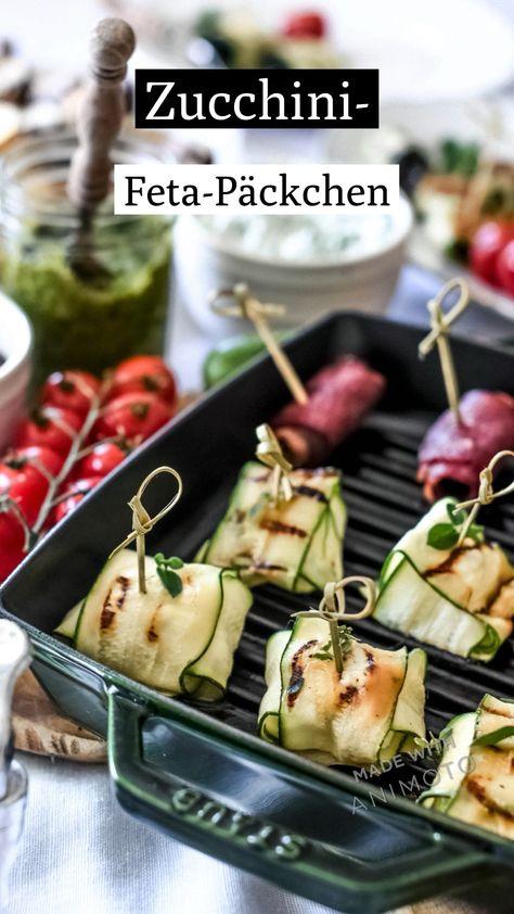 Die einfachen Zucchini-Feta-Päckchen sind super schnell vorbereitet und eine tolle Beilage zum Grillen.  Das Rezept und weitere köstliche Grillrezepte findest du auf meinem Blog.  #grillen #grillparty #feta #grillbeilagen #beilagen #zucchini #zucchinirecipes
