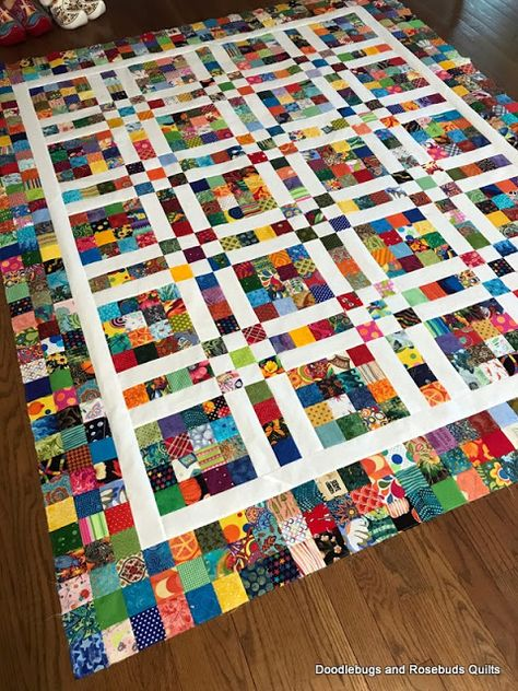 Doodlebugs and Rosebuds Quilts: 2 Square Scrappy Top Finished Colchas Quilting, Patchwork Quilt Patterns, Scrappy Quilts, Machine Quilting, Quilting Projects, Quilting Designs, Star Quilts, Modern Quilting, Quilting Patterns