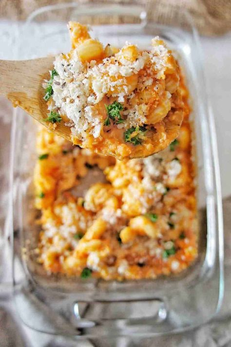 BEST ever Tomato Mac and Cheese is tasty and delicious. For a delicious comfort food dinner with simple ingredients. Oven BAKED and family favourite. #tomatomacandcheese #pasta #pastarecipes #macandcheese #easyrecipes #recipe #familyrecipe #dinner #vegetarianrecipe #vegetarian #cheese #macaroni #maccheese #pastabake #tomato #recipes @sweetcaramelsunday