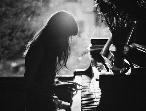 Вопрос 2.2  Я бы вспомнила все что играла когда-то на пианино, и разучила бы что-то новое.  Я бы училась импровизировать
