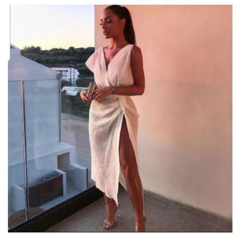 Asymmetric knot dress Available in large Only . Classy Outfits, Chic Outfits, Summer Outfits, Fashion Mode, Look Fashion, High Fashion, Luxury Fashion, Knot Dress, Dress Up