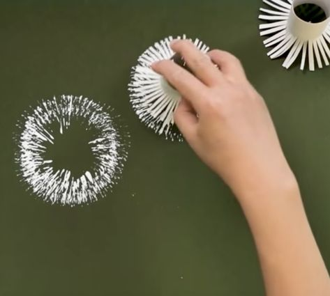 Cheap Crafts - Easy Craft Ideas DIY - Make a dandelion painting with toilet paper rolls Easy Crafts, Diy And Crafts, Crafts For Kids, Arts And Crafts, Paper Crafts, Upcycled Crafts, Crafts Cheap, Paper Paper, Pallet Painting