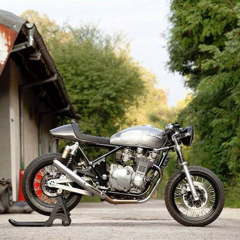 cool breeze - barn built kawasaki zephyr cafe racer - via