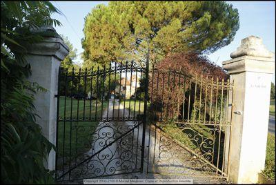 Entrée de la propriété des Chambres d'hôtes à vendre à Thiviers en Dordogne Périgord vert