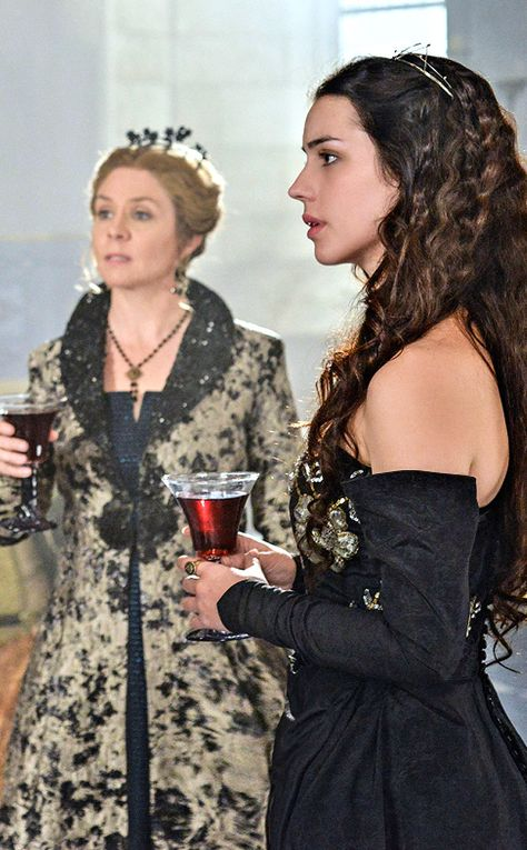 Reign sneak peek: Catherine and Mary meet  the new