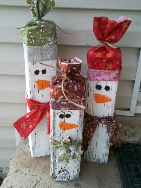 I am totally making these. Not only do I ♥ snowmen decor but I have the 4x4s to make these cute guys!