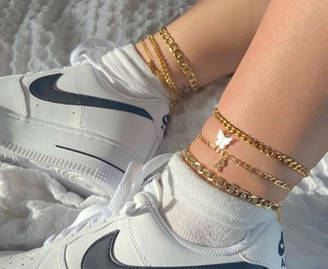 Image about fashion in jewelry by 𝑲𝒓𝒊𝒔𝒕𝒊𝒏𝒂 on We Heart It Ankle Jewelry, Ankle Bracelets, Cute Jewelry, Jewelry Accessories, Jewlery, Fashion Accessories, Aesthetic Shoes, Aesthetic Clothes, Accesorios Casual