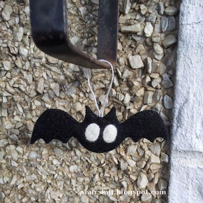 Pattern for a cute simple bat (two sizes).