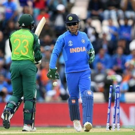 India Vs Australia World Cup 2019 Fans Flaunt Balidaan Badge At Oval In Support Of Ms Dhoni World Cup Cricket In India Badge