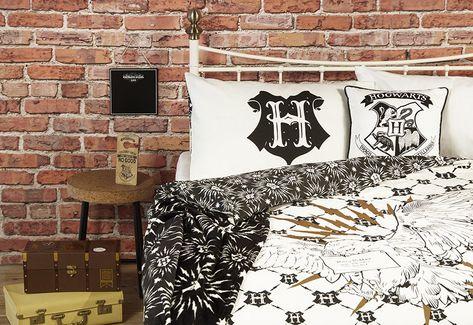 Harry Potter Hogwarts Castle Cushion Black/&Gold 40x40cm 100/% Cotton
