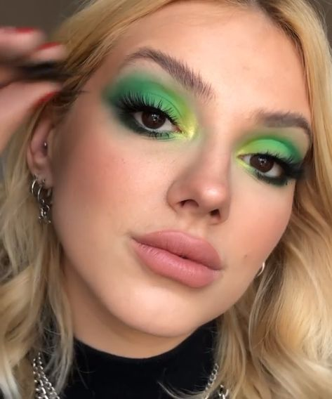 Eye Makeup Tutorial with  Green Eyeshadows!