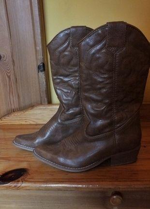 Kup na #vintedpl http://www.vinted.pl/damskie-obuwie/kozaki/13157900-bezowe-kozaczki-kowbojki-ekoskora-rozmiar-38  Such a beauty to wear