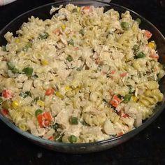 Salada De Macarrao Com Peito De Frango E Molho De Creme De Leite