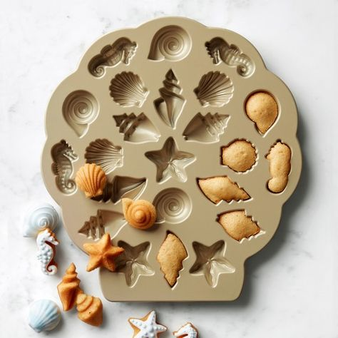 Nordic Ware Seashell Cakelet Plaque these little cake seashellsare so cute! Cool Kitchen Gadgets, Kitchen Items, Cool Kitchens, Shaped Cake Pans, Watermelon Smoothies, Side Dishes For Bbq, Nordic Ware, Small Cake, Cooking Gadgets