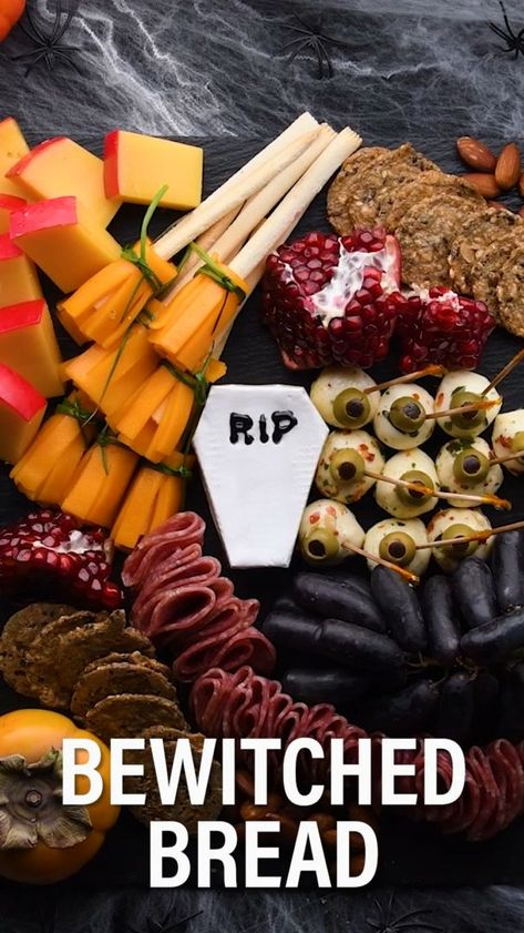 DIY Charcuterie Halloween Board-SPOOKY AND DELICIOUS!