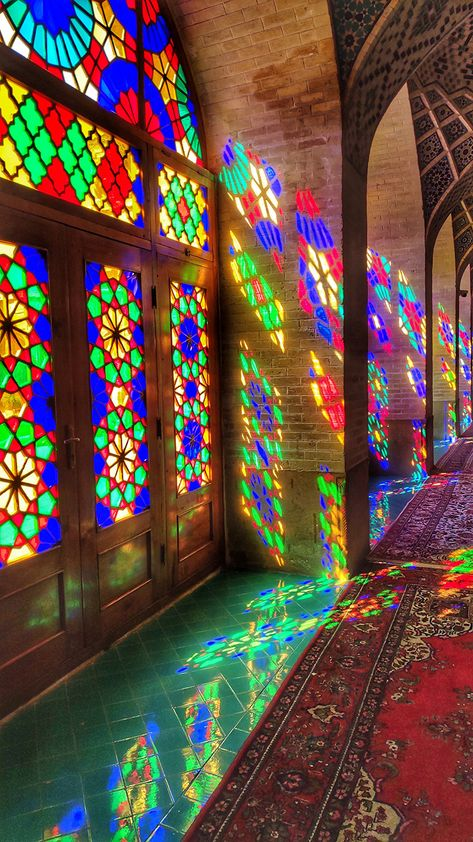 Photographer Captures Mesmerizing Photos of Architecture in Iran Art Et Architecture, Persian Architecture, Beautiful Architecture, Persian Culture, 17th Century Art, Iranian Art, Marble Art, Luxor Egypt, Through The Looking Glass