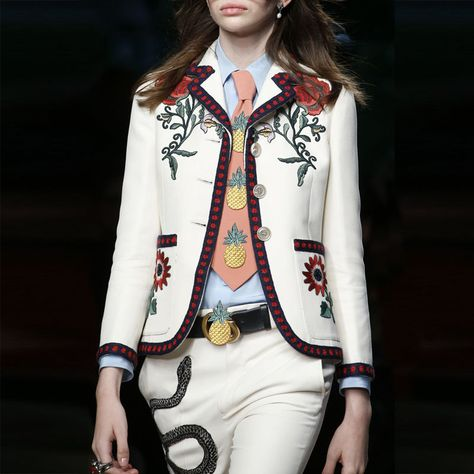 The complete Gucci Spring 2016 Ready-to-Wear fashion show now on Vogue Runway.
