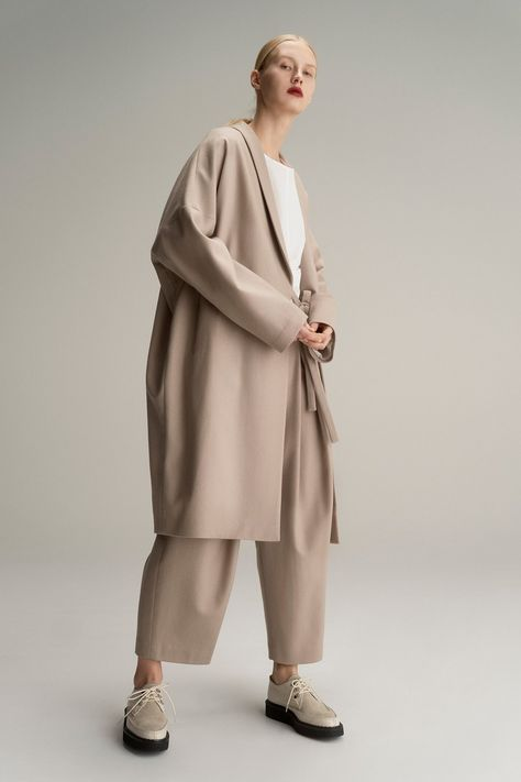 Y's Pre-Fall 2019 collection, runway looks, beauty, models, and reviews.