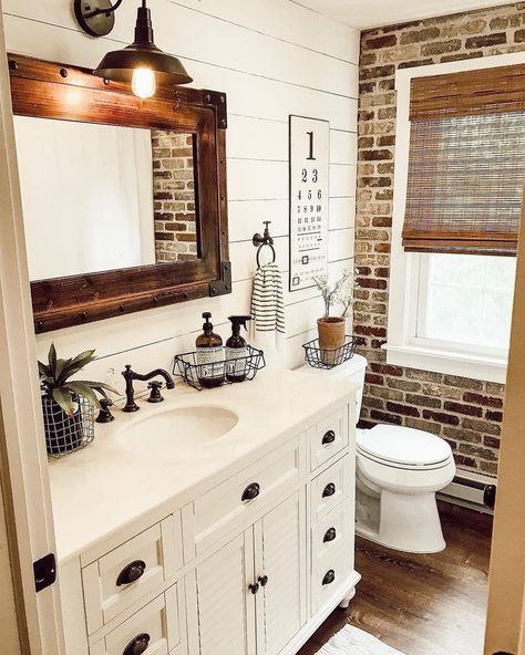 Rustic Bathroom Designs, Rustic Bathrooms, Bathroom Ideas, Farmhouse Style Bathrooms, Small Bathroom, Bath Ideas, Urban Farmhouse, Farmhouse Decor, Farmhouse Homes