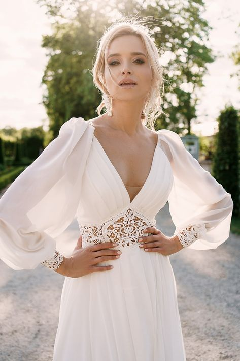 Prosta Suknia Slubna Z Dlugim Rekawem I Pracownia Sukien Slubnych Dama Couture Z Warszawy 2020 202 Wedding Dresses Wedding Dress Fabrics Dream Wedding Dresses
