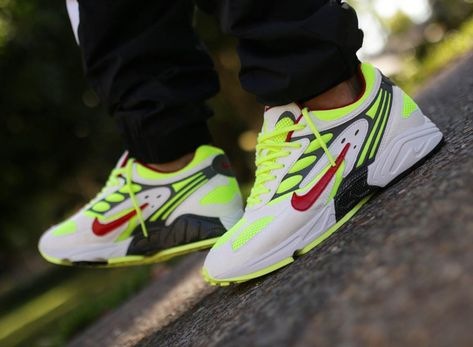 Nike Air Ghost Racer blanche jaune fluo et rouge (2019) | Nike ...