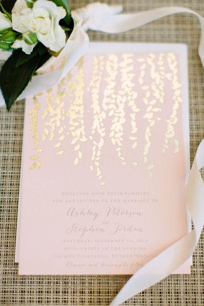 Elegante invitación de boda en dorado y rosa