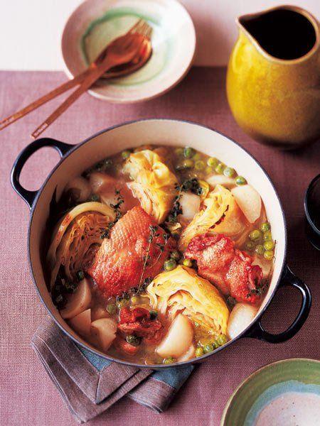 Recipe : 野菜と鶏の鍋/こんがり焼いた鶏肉とキャベツに、口の中でトローリとろけるかぶの甘み。 #レシピ #Recipe