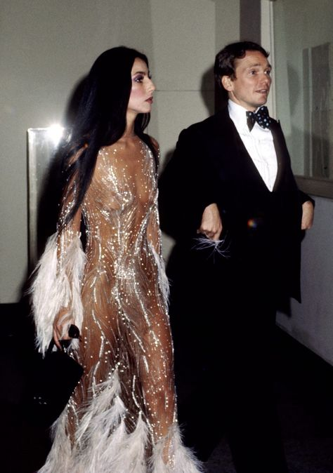 Bow Down, Kim and Kendall—Bob Mackie Explains Why Cher Is the Reigning Queen of the Naked Dress! her and Bob Mackie at the Met Gala in 1974 Bob Mackie, 70s Fashion, Look Fashion, Vintage Fashion, Studio 54 Fashion, Fashion 2014, Kim K Fashion, Classic Fashion, Fashion Outfits