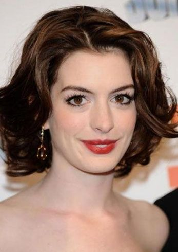 Anne Hathaway Hairstyles That Can Be Easily Replicated Anne Hathaway Hairstyles That Can Be Easily Repli Anne Hathaway Frisur Pixie Frisur Frisur Ideen