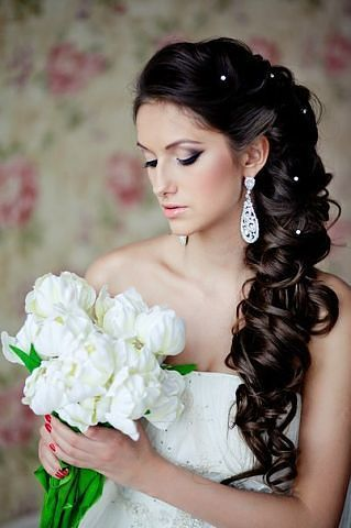 Long Wedding Hairstyle With Side Curls Bridal Accessories Try Amber Sceats Https T Cfjump 22400 14981 Or Bellucci Collection Pinteres