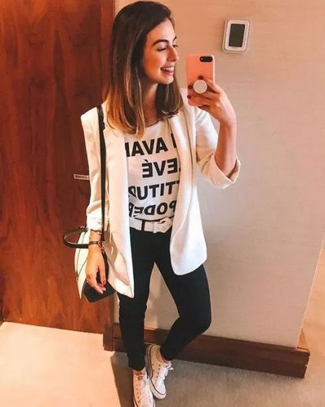 Every girl is looking for cute outfits for school this fall. Teens, pre-teens, and tweens alike want to look their best for the new school year. From cute dresses to cool jeans outfits to adorable ski