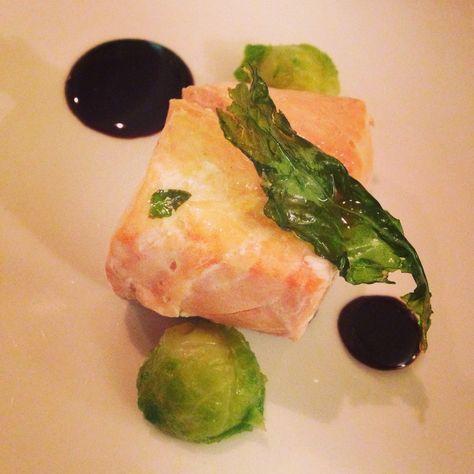 Salmone 100* con cavoletti di bruxelles ed aceto balsamico #degustazione #vinoforum #rionemonti #viadeicapocci26