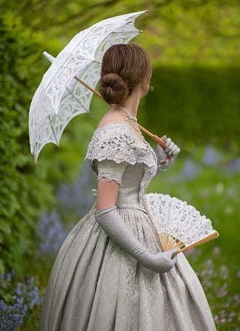 Edwardian dress with the required gloves,fan, and parasol<< *Victorian Old Dresses, Pretty Dresses, Vintage Dresses, Beautiful Dresses, Vintage Outfits, 50s Vintage, Vintage Lace, Formal Dresses, Victorian Women