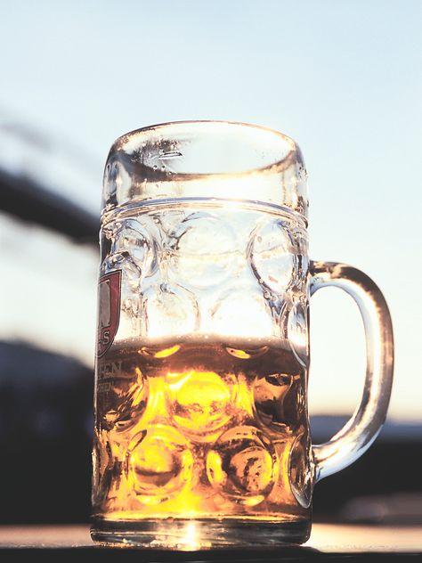 Zu tief ins Bierglas geschaut? Die 10 besten Hangover-Tipps
