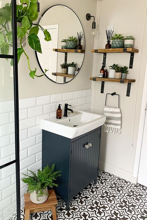 Bathroom Design Small, Bathroom Interior Design, Decorating Small Bathrooms, Very Small Bathroom, Interior Ideas, Diy Small Bathrooms, Bathrooms With Plants, Simple Bathroom Designs, Small Space Bathroom