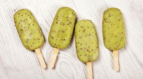 Supereinfach und superlecker: Fruchtiges Eis aus pürierten Kiwis   Zutaten Für 12 Stück 300 ml Wasser 40 g Zucker 2 EL Honig 450 g Kiwipürree 12 Eisförmchen