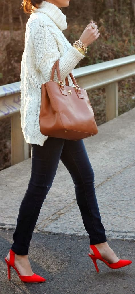 Blogger The Sweetest Thing carrying a Tory Burch Robinson Double Zip Tote