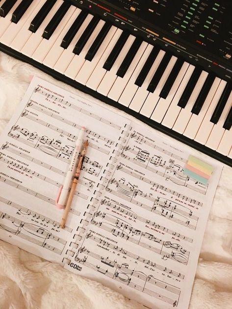 A melodia da canção ... O doce melodia ... Venha acalmar o coração .... Dá ... -  - #acalmar #canção #coração #Dá #doce #melodia #Venha