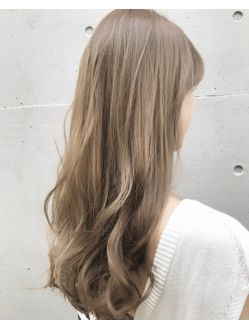 春夏おすすめミルキーベージュ ブロンドヘアカラー 髪色 ミルク