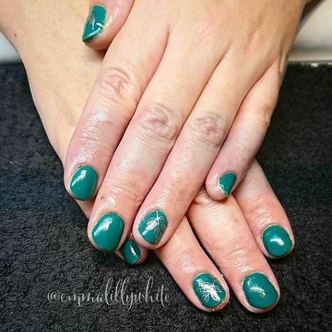 mani Pretty green and silver...