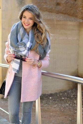 e968c63b7a2a Модные луки зимы 2017-2018: фото лучших зимних образов, стильная одежда для  девушек