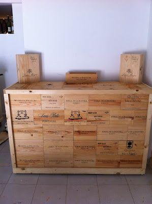 Balcão feito com caixas vinho   Oficina dos Artistas