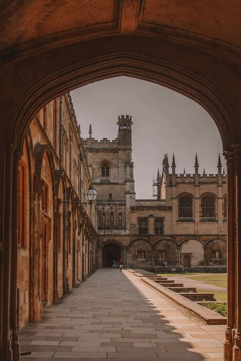 Oxford University boasts many magnificent buildings but which are the best and most beautiful colleges? Here are the top, according to an Oxford student! Oxford Student, Oxford College, College Campus, London College, Gina Weasley, My Academia, Mundo Harry Potter, College Aesthetic, Rhode Island