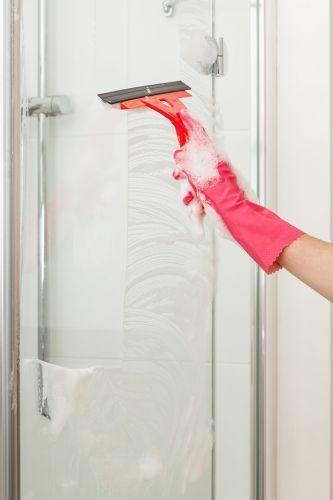 reinigung duschkabine kunststoff reinigen absplen abziehen schon glnzt die duschkabine strahlend schn duschkabine - Dusche Aus Glas Oder Kunststoff
