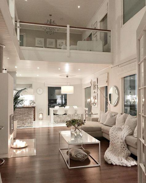 Salon salle à manger douce et moderne avec ce blanc. une pointe de romantique  #livingroom #salon #salleamanger #parquet #interiordesign
