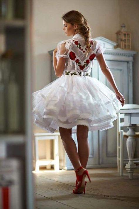 79e560dc78 Menyecske ruha: fazonok, tippek, hogy Te is tökéleteset válassz ...
