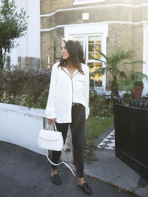 THE PYJAMA TOP  #pyjamatop #pyjamablouse #blogmodelondres #sliploafers #backlessloafers #whiteshirt #outfit #dearvogue #londonstreetstyle