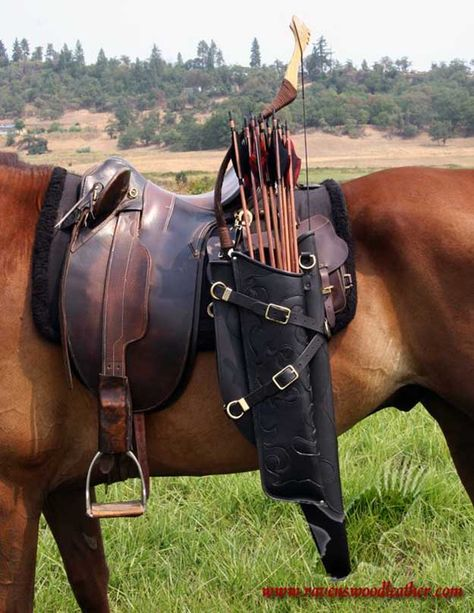Bow and arrow quiver for horse riding or to wear across back Bow and arrow quiver for horse riding or to wear across back - Art Of Equitation Horse Bow, Horse Armor, Horse Gear, Horse Tack, Horse Saddles, Horse Halters, Breyer Horses, Equestrian Boots, Equestrian Outfits